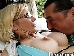 Old cougar pain in the neck creampied