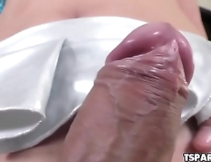 Asian Shemale Babe Plam Gets Herself Off