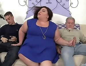 Fatty gets her fat arse double penetrated