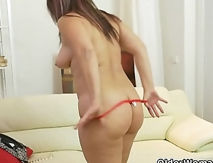 Euro milf Riona takes like a flash into her own hands